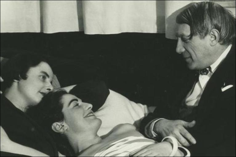 Pablo Picasso und die Frauen. Fotografiert in den 1930er Jahren von Man Ray.Man Ray Trust Paris/VG Bild-Kunst.